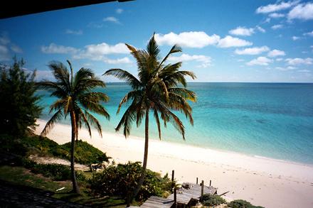 Bahamy, překrásná písčitá pláž
