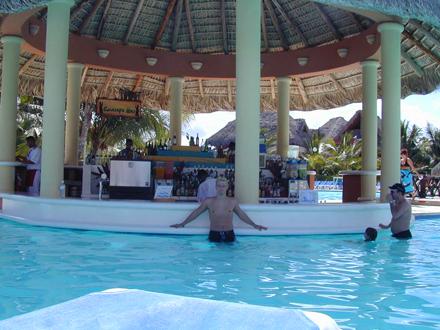 Dominikánská republika, Bazénový bar