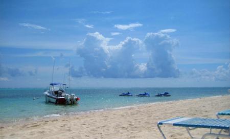 Kajmanské Ostrovy, liduprázdná pláž
