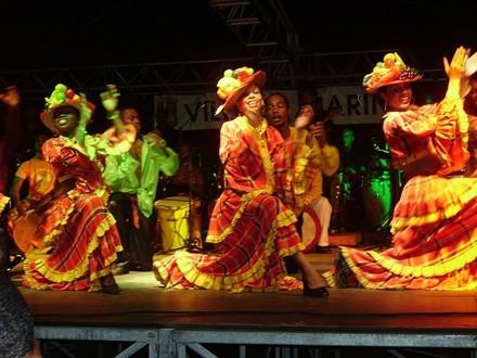 Martinik, Tanečníci v tradičních kostýmech