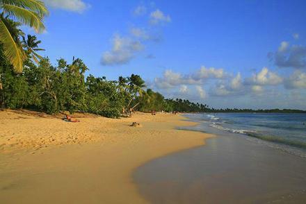 Martinik, Les Salines, široká písčitá pláž na západním konci ostrova